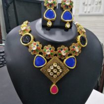 apparese necklace blue stone