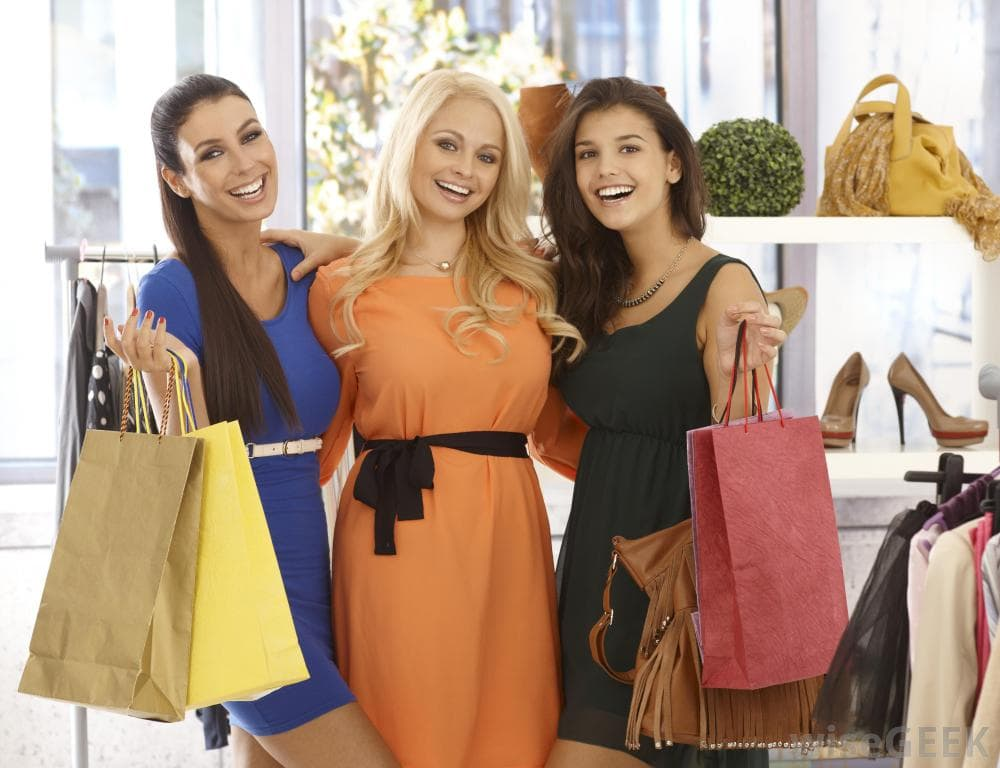 women online shopping on apparese