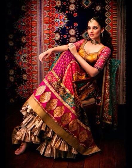 apparese traditional dress